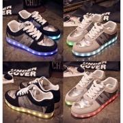 人気 カップル ペア スニーカー 光る靴 LED光る 7色発光 LEDシューズ USB充電式 LEDスニーカー ショックライト 大人用